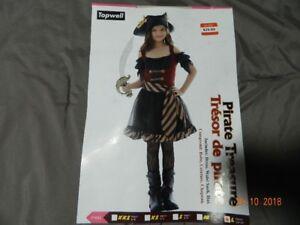 Girl's Halloween costumes, pumkin and unisex shirt.