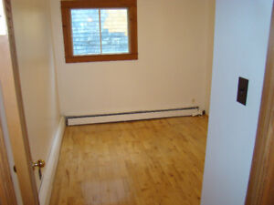 2-bdrm Apt for Rent Lower West Available October 1st