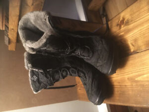 Women's Columbia size 7.5 snow boots - Omni heat - barely used
