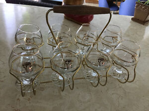 8 Collectible Olympic glasses & carrying tray