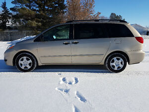 2010 Toyota Sienna CE Minivan * 7 PASS * LOCAL SASK VAN FROM NEW