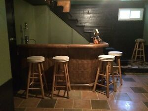 Bar and 6 bar stools