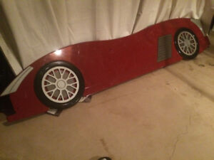AWESOME TODDLER/KIDS —RACE CAR—BED FRAME!!!!!