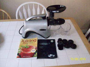 Juicer OMEGA NC800  Masticating juicer. (Cold Press)