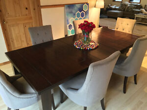 Extension Dining Room Table with chairs