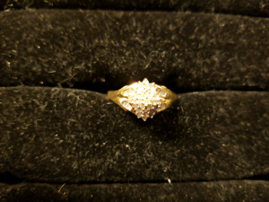 10k gold diamond cluster ring. Size8.5