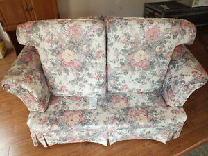 LOVE SEAT,.LIKE NEW,..CLEAN. Kitchener / Waterloo Kitchener Area image 4