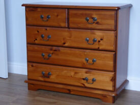 SOLID PINE CHEST OF DRAWERS, 5 DRAWERS. MID-BROWN FINISH, GOOD CONDITION