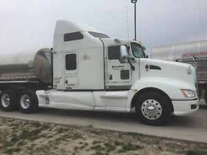 Immaculate CERTIFIED: 2010 Kenworth T660