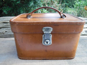 VINTAGE LEATHER TRAIN CASE MAKE UP CASE MADLER LUGGAGE GERMANY