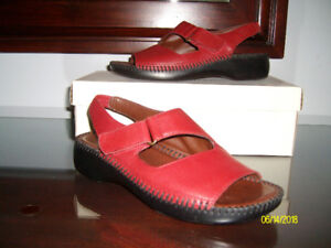 Ladies Red Sandal, size 6  (Naturalizer Brand), only worn once