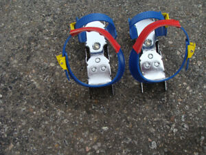 Childs strap on over boots skates