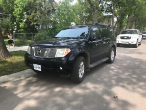 2005 Nissan Pathfinder LE EXCELLENT! DVD, heated seats
