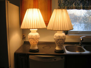 Porcelaine antique 3 way lamps Cornwall Ontario image 3