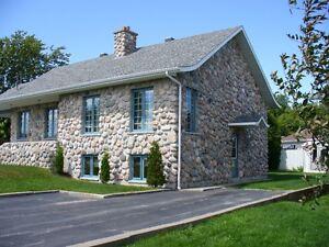 3 1/2 Pieces ST- Nazaire faisant partie d'une maison résidentiel