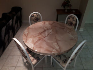 Table and 6 dinning chair set