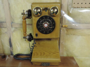 Replica Vintage Style Oak Telephone