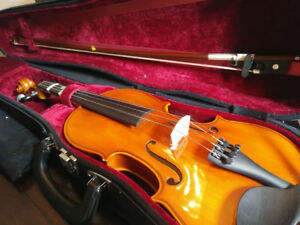 1/2 size EASTMAN STRINGS Violin...barely used