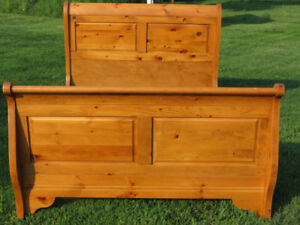 Sleigh Bed-Pine-Queen size