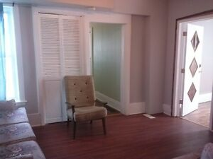 FURNISHED 8 BED ROOM-3 BATHROOM HOME FOR CONTRACTORS Peterborough Peterborough Area image 2