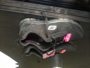 New Skechers size 6 black