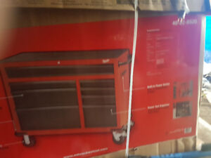 Milwaukee stacking tool chest