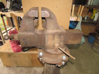 Columbian Combination Pipe and Bench Vise