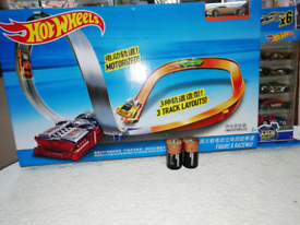 NEW - HotWheels X2586 Figure 8 Track Set- Ideal Present - Hot Wheels