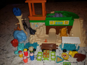 Vintage Fisher Price Little People Zoo #916