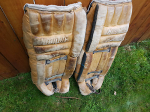 GOOD SHAPE! MEN'S GOALIE HOCKEY PADS LENGHT 32 INCHES