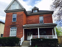 8-bedroom student house - minutes to Laurier!