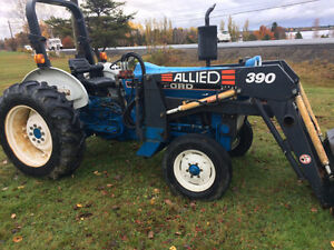 Wow ! only 1052 hrs    Ford 2910 Diesel Tractor