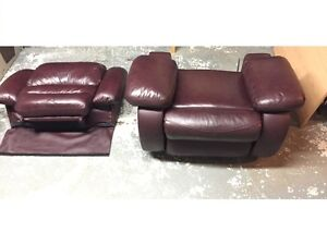 Two burgundy leather reclining chairs FOR SALE Oakville / Halton Region Toronto (GTA) image 4