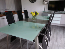Dining table, extendable with & 6 chairs
