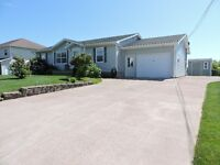 EXTREMELY WELL MAINTAINED BUNGALOW IN AMHERST!