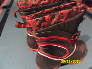young boys, brand new 1 winter boots size # 3 only 15$