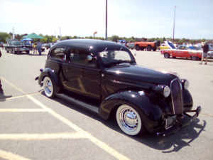 1937 PLYMOUTH DELUXE STREET ROD
