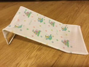 Baby bath sling - PlayScool brand (A must have) - giftable cond.
