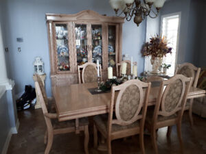 Dining room set made in Canada-great condition!