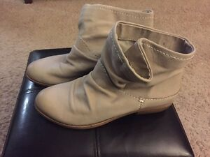 Fergie Monet leather slouch booties  London Ontario image 2