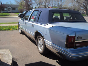 1992 Lincoln Town Car - Classic Luxury Car
