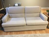 Love seat w/ hide-a-bed