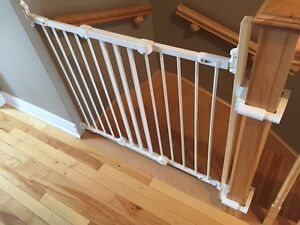 Kidco safety gate with no drilling mounting kit