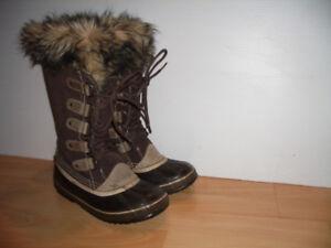 "Boots  for winter "" SOREL ""  --- size  7  US / 38  EU"