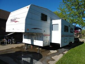 2000 25.5 Terry 5th Wheel Camper