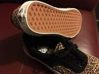 Van's Off The Wall Leopard Print Unisex Shoes UK Size 6