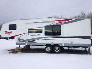 2008 Tango 5th Wheel and 2001 GMC Sierra 2500HD