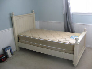 Cottage Retreat 3 Piece twin Poster Bed