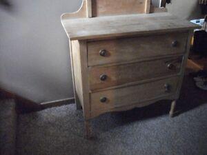 Antique 3 drawer dresser c/w mirror