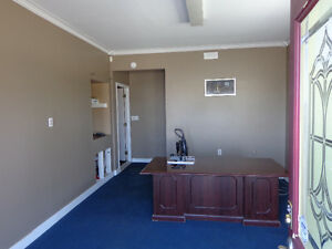 Office space with air conditioner and internet wifi Kawartha Lakes Peterborough Area image 8